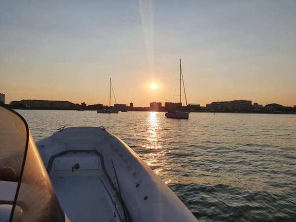 Couché de soleil avec Loc and boat, location de bateau aux Sables d'Olonne